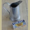 Oude brocante aluminium waterkan / lampetkan