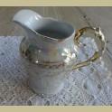 Brocante parelmoer melkkannetje met gouden decoratie