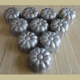 Kleine brocante aluminium bakvormpjes