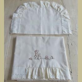 Lichtgeel brocante broderie lakentje en sloopje met hertje en paddestoel