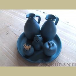 Landelijke potterie o.a. olie, azijn, peper en zout stel