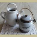 Vintage gres olijven pot met rieten hengsel