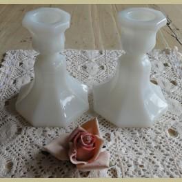 Brocante melkglazen / opaline kandelaar