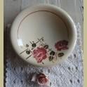 Franse schaal / kom creme met bordeaux rode rozen, 25 cm