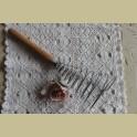Frans brocante garde / klopper met houten handvat