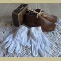 Kleine witte Franse brocante kinder handschoentjes