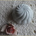 Wit porseleinen puddingvormpje met ring