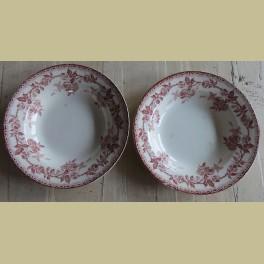 2 Oude Franse soepborden met bordeaux rode roosjes, Terre de Fer