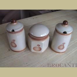 3 Keramieke voorraadpotten met spuitmotief appel & peer
