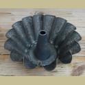 Oude Franse verweerde tulband, brioche met figuurtjes, 21 cm