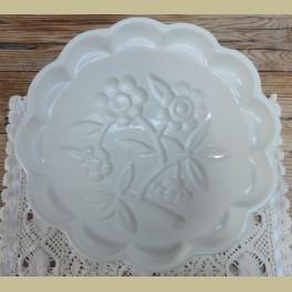 Vintag Duitse off white puddingvorm met bloemen