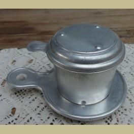 Frans brocante dubbel aluminium theezeefje met dekseltje