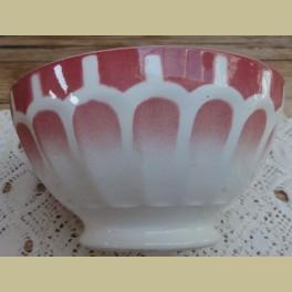 Klein Frans spoelkommetje met rood spuitmotief