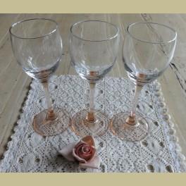 Franse wijnglas met roze voet, Luminarc, middel