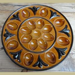 Grote keramieke bruine retro eierschaal op voet