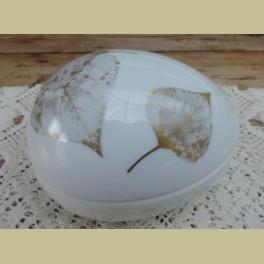 Wit porseleinen ei schaaltje met bladeren, Gerold porzellan