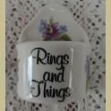 Vintage Ring and Things, ringenbakje, blauwe en paarse bloemetjes