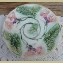Antiek Frans bordje met bloemen reliëf