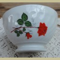 Frans wit porseleinen spoelkommetje met rode rozen