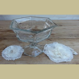 Stevige zeshoekige glazen schaal/ bonboniere op voet