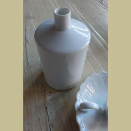 Wit porseleinen flesje