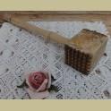 Brocante doorleefde houten vleeshamer