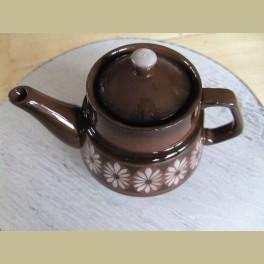 Klein keramieke theepotje met spuitmotief